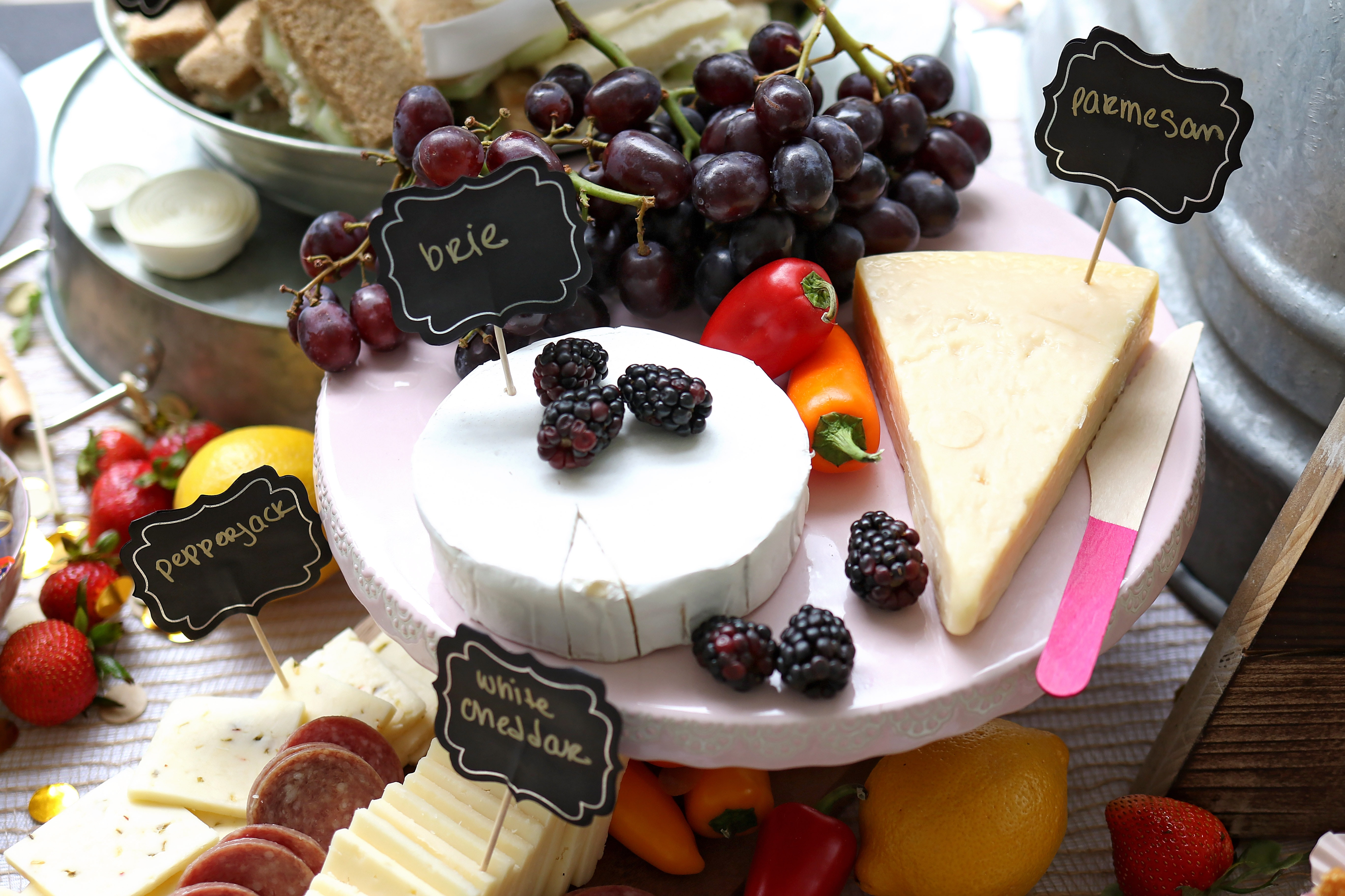 8 easy steps to making an awesome Cheese Board