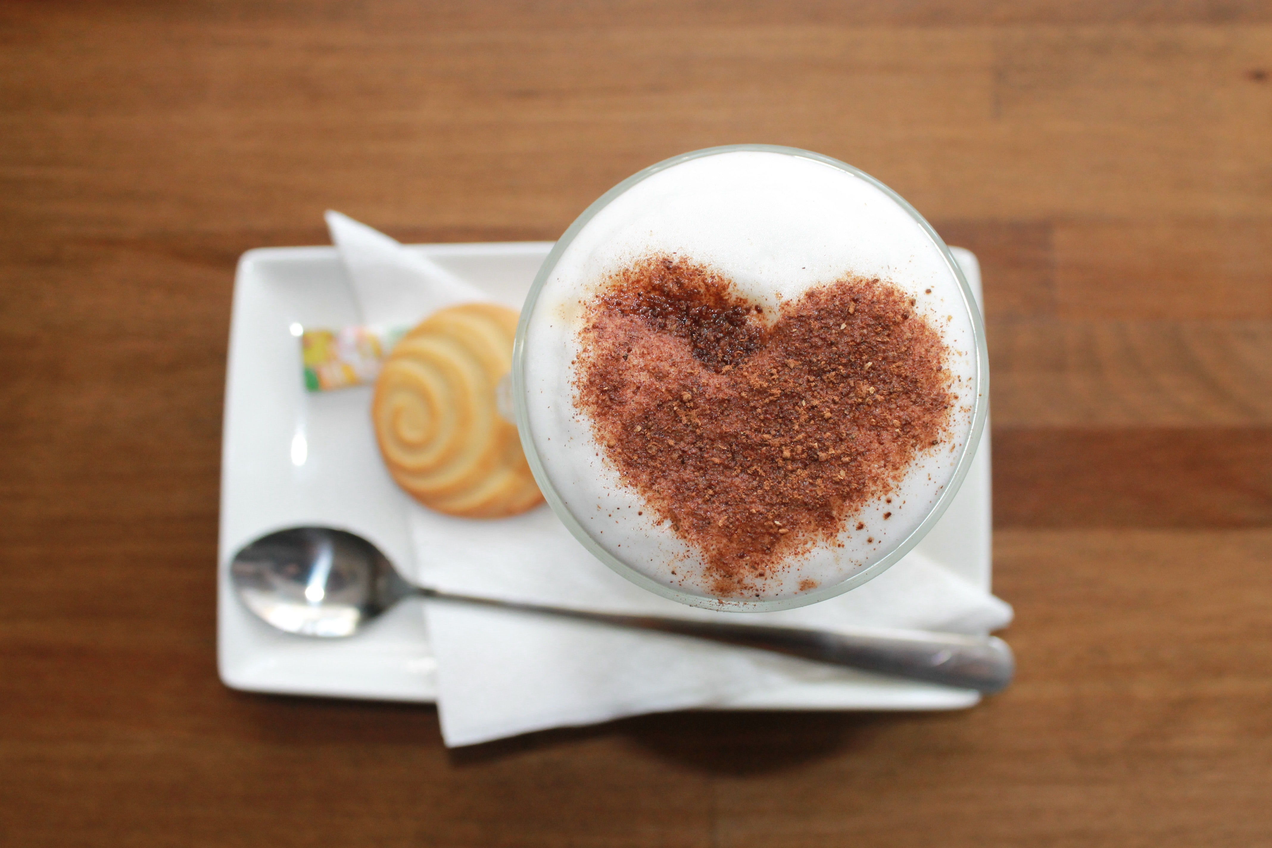 #MakeMyMonday – 5 Benefits to starting your Monday with a coffee
